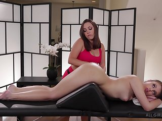 Jenna Sativa knows how to give a pussy massage to her horny client