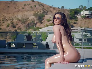 Bombshell MILF Kendra Lust gets cum on tits after a hardcore fuck