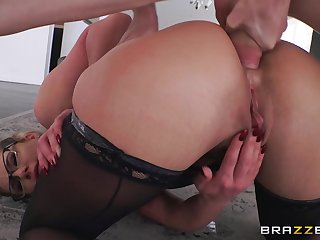 Hot milf Phoenix Marie gets assfucked after facesitting. Pt.2