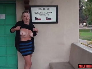 amateur mature lady shows her juicy breasts