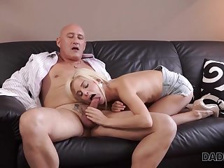 Blonde cutie Candee Licious wants to have hot sex with experience old man