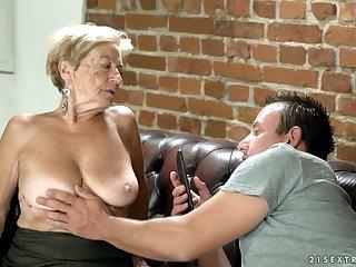 Lewd blonde mature slut Malya wanna earn some cash by sucking dick