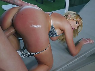 Famed MILF Marilyn Crystal savors a riveting anal screw