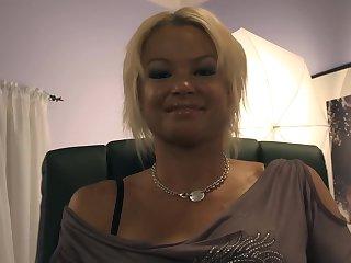 Blonde bimbo getting nailed hard in bed