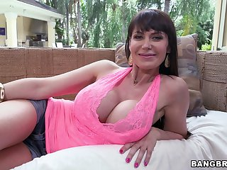Busty Eva Karera loves nothing more than blowing a cock outdoors